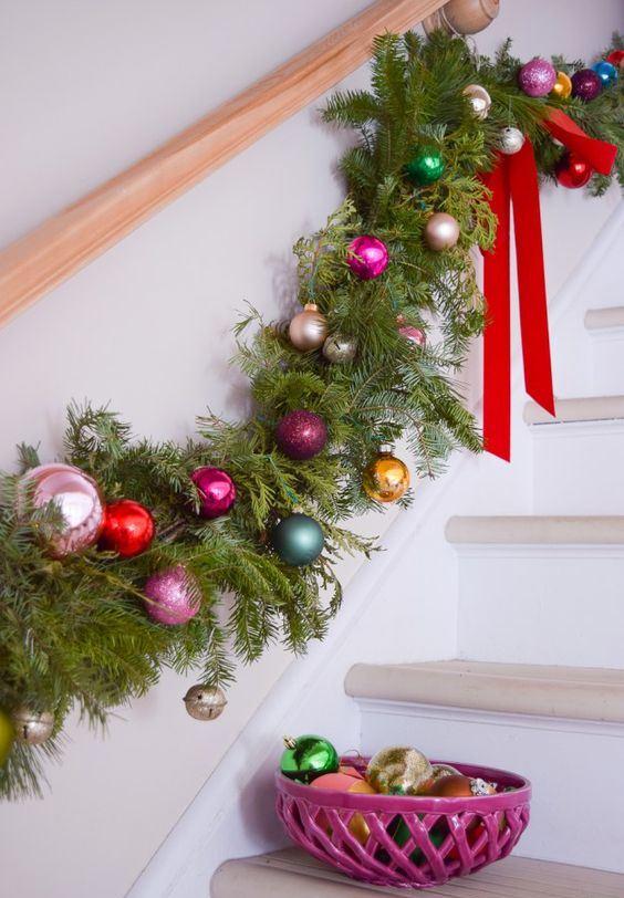 bolas de navidad en arbol